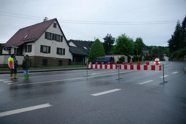 Aidlingen Hauptstraße wegen Überflutung gesperrt (Foto: Tilo Hensel)